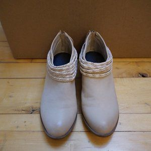 EUC BCBG Tan Booties with Zipper Back and Fringe